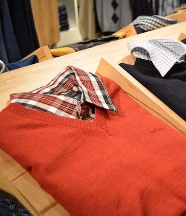 Pull porté avec chemise