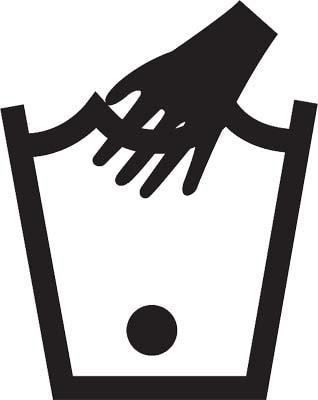 Laver pull en laine homme a la main