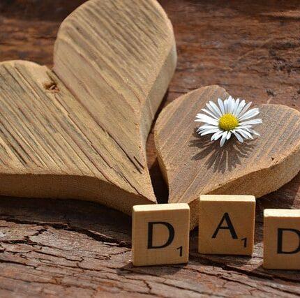 jolie coeur en bois pour la fête des pères
